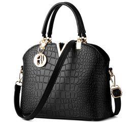 China Women Famous brand designer Luxury leather handbags women messenger bag Ladies crocodile pattern Shoulder bag Crossbody suppliers
