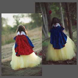 Garniture De Fleurs En Satin Pas Cher-New Arrival Warm Hooded en satin pour enfants Rouge et bleu Flower Girl Wedding Body avec coupe faux fourrure Winter Kid Wraps Jacket