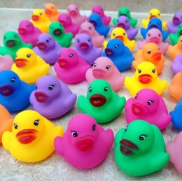 Barato Brinquedos Para Patos-Baby Bath Water Duck Toy Sons Mini Yellow Colorful Rubber Ducks Kids Bath Pequeno Duck Toy Crianças Swiming Beach Gifts CCA7317 600pcs