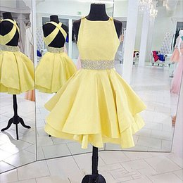 Jupes À Volants Bon Marché Pas Cher-2016 Lovely Short Prom Dresses Une Ligne Jewel Neck sans manches Criss Cross Open Back Jaune Jupe Ruffled Cheap Top Quality Party Gowns