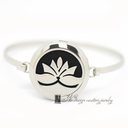 $enCountryForm.capitalKeyWord NZ - 2017 New Fashion Lotus Aromatherapy Bracelet 316L s.steel Essential Oils Diffuser Locket Bangle 7''-8''wrist Free Shipping (free 10pcs Felt)