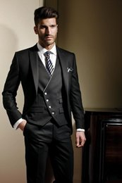 Barato Manto Preto Smoking-Hot Black Custom Made Men Suit Groom Tuxedos Groomsmen Fatos formais Business Men Wear (Jacket + Pants + Vest) Three Pieces Wedding Bestman Wear