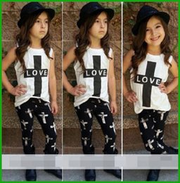 Vêtements De Petite Fille Pour L'été Pas Cher-Typhactory one piece Summer Style Hot Sale Ensemble de filles Little Children '2016 2 Pcs Baby Girl LOVE Outfits Top + Pant Enfants Vêtements Livraison gratuite