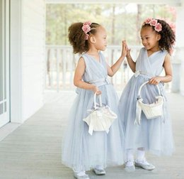 Robes De Fête De Bébés À Bas Prix Pas Cher-Light Blue Wedding Flower Girl Robes Longueur à la cheville Tulle Sash V Neck 2017 Cheap Custom Made Junior Robe de demoiselle d'honneur Baby Child Party Gowns