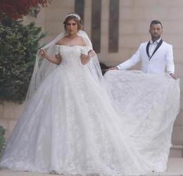 Glamorous dentelle robe de bal robes de mariée à lacets Off,épaule  cathédrale train Dubaï robes princesse manches blanc ivoire plus la taille