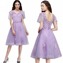 Barato V Neck Cap Sleeve Vestido De Formatura-Lilac V Neck Cap sleeves Short Party Dresses Floral Fashion Mangas curtas Open Back with Lace-up Prom Homecoming Vestido Vestido Mãe CPS673