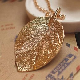 long stylish chain pendant Canada - Stylish Women Lucky Vogue Golden Unique Leaf Pendant Long Chain Sweet Necklace #R571