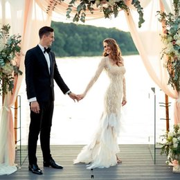 $enCountryForm.capitalKeyWord Canada - Plus Size Mermaid Bridal Dress 2019 Luxury Feather Wedding Gowns with Sleeves Sexy Lace Dresses For Beach Wedding