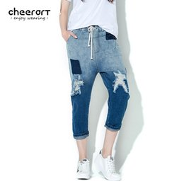 Barato Cintura Baixa Harem Calças-Atacado- Cheerart Denim Harem Ripped Gradient Pants Summer Drawstring Jeans Mulheres Low Elastic Waist Blue Hole Ankle-Length Pants