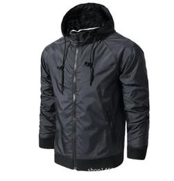 $enCountryForm.capitalKeyWord NZ - Hot ! New Men Spring Autumn Thin Jacket Coat Men and women sports windbreaker jacket explosion Black models Windrunner jacket couple