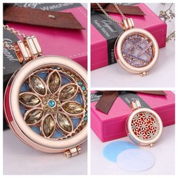 $enCountryForm.capitalKeyWord Canada - Rose Gold Flower Shape Aromatherapy Jewelry 3 Styels Essential Oil Diffuser Floating Hollow Locket Pendant Necklace With Rhinestone