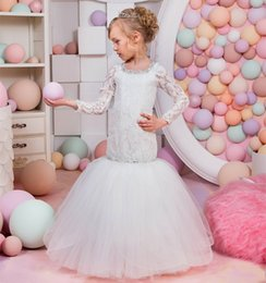 Robe Courte Petite Fille Pas Cher-Lovely Mermaid Flower Girls Robes pour les mariages Manches longues en dentelle en perles bordées en tulle robe Little Kids Pageant Robes Holy First Communion Dress