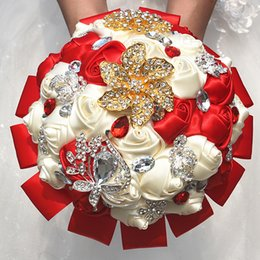 Marfil De Diamante Baratos-Exquisito Red Ivory Ribbon Rose Flowers Ramo de la boda Golden Gem Diamond Flores nupciales de la boda Bouquets W2294