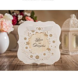 Barato Convite Customizável Do Noivo Da Noiva-elegante Customizable 3D White Groom Bride flower Cartões de casamento Convites com envelope e envelope Etiquetas Wedding Supplies CW6082 marki