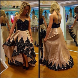 Robe Boutonnière En Dentelle Noire Pas Cher-2017 Fancy High Low See Through Back Robes de bal Black Lace Tiers Skirt Button Retour Cheap A-line Aso Ebi Evening Party Robes