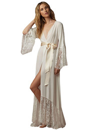 Barato Venda De Faixa-Hot Sale Bathrobes Illusion Dark Ivory Chiffon Pijamas Com Lace Applique Cetim Sash Wedding Nupcial Sxey Wedding Nightgown