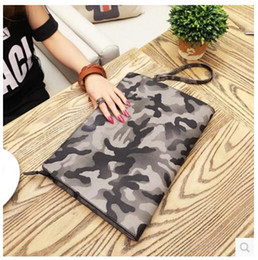 $enCountryForm.capitalKeyWord Canada - Factory wholesale brand fashion bag camouflage envelope hand bag leather men large Korean hand bag man bangalor camouflage personality