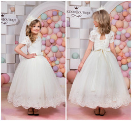Short Bows Canada - Princess Short Sleeves Flower Girl Dresses Lace Appliques With Bow Sash Lace Up Back Little White Dresses Baby Girls First Communion Dresses
