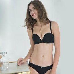 c313d79e1a942 MOXAIN Smooth and simple bra set fashion sexy and gather together no trace  12 thick cups with steel ring ladies underwear A B C LS33A73152L
