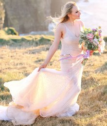 Barato Blush Vestidos Coloridos-Blush Pink Mermaid Wedding Dresses Sexy Deep V-neck Fino Straps Backless Encanto Outdoor Colorido Bridal Gowns com pérolas 2016 Bride Wear