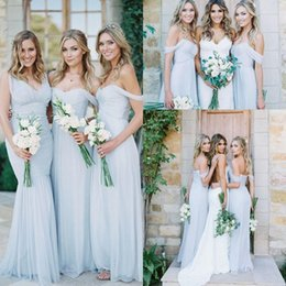 Barato Vestido Boho Azul Claro-2017 New Boho Summer Light Blue Vestidos de dama de honra V-neck Off Shoulders Ruched Cheap Beach A linha de sereia Backless Maid of Honor Dresses