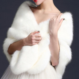 Châle Noir Nuptiale Pas Cher-Shrops nuptiaux Wraps Faux Fur Shawl Jacket For Wedding Prom Blanc Rouge Black Winter Warm Bridesmaid Bolero Livraison gratuite EN8114
