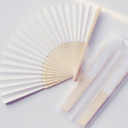 $enCountryForm.capitalKeyWord NZ - 50Pcs Personalized White Paper Wedding Fan Favor,Chinese Bamboo Hand Fan With Organza Bag,Customized Wedding Party Gifts For Guests