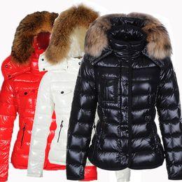40e2ebd59b22f Chaquetas de invierno para mujer negro 80% pato blanco abrigos con cuello  de piel de mapache con capucha blanco rojo ropa de pensador femenino venta