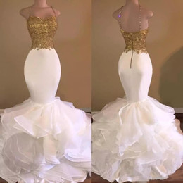 Barato Tiras De Espaguete Vestido De Contas Brancas-2017 Aso Ebi Prom Dresses Mermaid Spaghetti Straps Gold Beaded Crystal Lace White Tiered Ruffles Backless Pageant Party Prom Evening Gowns