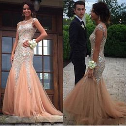 Barato Luxuosos Vestidos Longos De Baile-2017 New Luxury Champagne Major Beading Vestidos de noite Mangas de boné Sheer Crew Neck Cristais com cristais Mermaid Elegant Fitted Long Prom Dresses