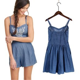 Combinaisons Courtes Occasionnelles Pour Femmes Pas Cher-Jeans Jumpsuit Romper pour Femmes Slim Halter Top avec Broderie Femme Summer Backless Denim Shorts Vintage Casual Elegant Bodysuit 2016 Lady