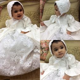 Vestidos de bautizo de bebé de la vendimia Apliques de encaje de alta  calidad Trajes de bautismo Traje de niña formal con bonete e8b34e826610