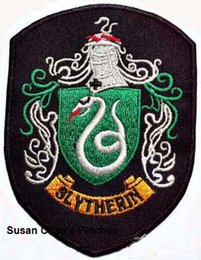 Barato Remendos De Ferro Harry Potter-Harry Potter Slytherin House Shield Shape Iron on Patches Embroidery Patches 10pca muito