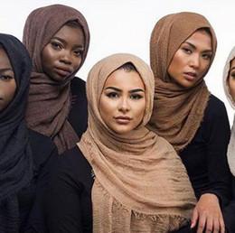 Vente en gros Hijabs pli écharpe coton et lin couleur pure écharpe lin et lin