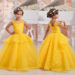 Jupes Formelles Pour Enfants Pas Cher-Yellow Lace Flower Girls Robes enfants Sheer cou Tiers Jupe Peplum filles Pageant Dress Lace Up Princess Dress anniversaire d'enfants Tenue de soirée
