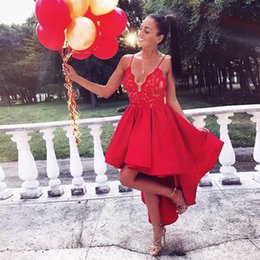 Barato Barato Vermelho Alta Baixa Vestidos-Sexy Spaghetti Strap Red Short Prom Vestido High Low Style Cocktail Dresses Cheap Party Gowns para Mulheres 2017 Lace Satin Formal Prom Dresses