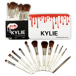 Cajas De Sombras Baratos-12pcs Kylie Professional Brush Sets para marcas de maquillaje Pinceles de maquillaje Sombra de ojos Blush Lips Cosmetic Tools Make Up Brush Kit con Iron Box