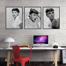 $enCountryForm.capitalKeyWord NZ - Audrey Hepburn Black White Photo Vintage A4 Poster Print Pop Movie Celebrity Canvas Painting Super Star Portrait Wall Art Gift
