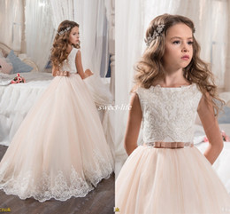 Barato Vestidos Rosa Azul-Custom Made Flower Girl Dresses para Wedding Blush Pink Princesa Tutu Sequined Appliqued Lace Bow 2017 Criança Vintage Primeiro Comunhão Vestido