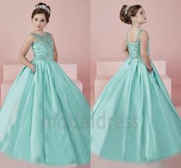 Neue Shinning Mädchen Festzug Kleider 2019 Sheer Neck Perlen Kristall Satin Mint Green Flower Girl Kleider Formale Party Kleid Für Jugendliche Kinder im Angebot