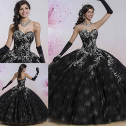 Robes Deboutantes Blinges Pas Cher-Black Vintage Beaded Quinceanera Robes Bling Appliqued Sweet 16 Pierres de Strass Masquerad Ball Gowns Sequined Debutante Robe Ragazza