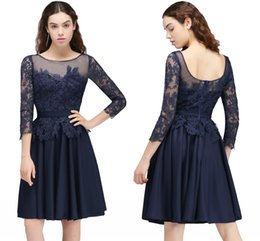 Barato Mangas Da Dama De Honra Da Marinha-2018 New Fashion Navy Blue Designer Bridesmaid Dresses Sheer Lace Tulle Dresses Joelho Comprimento Vintage Maid of Honor Vestidos Manga comprida CPS704