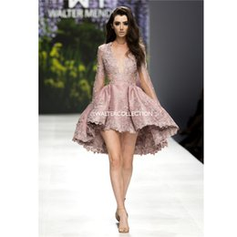 Manches Longues Décolleté Plongeant Pas Cher-Walter Collection Appliques Prom Gowns Plunging Neckline Long manches Lace Robes de soirée High-low Lenth Prom Party Dress