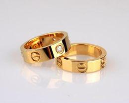Anel de amor com caixa de presente de aniversário por atacado de aço inoxidável jóias 4 mm de moda famosa marca C anel de ouro para o amante