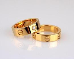 Anillo de amor con caja Regalo de cumpleaños al por mayor Joyería de acero inoxidable 4 mm Moda Famosa marca C Anillo de oro para el amante