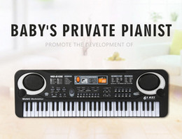 Ingrosso Pianoforte elettronico per bambini con microfono giocattoli multifunzione 61 tasti tastiera elettronica baby novità strumenti musicali giocattoli