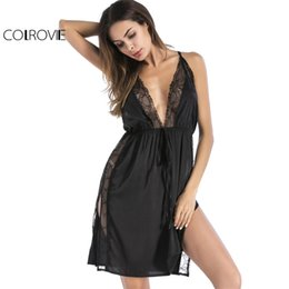 Barato Hot Cami Lingerie-COLROVIE Black Vintage Lace Nightgown Mulheres Deep V Neck Slit Side Sexy Cami Lingerie 2017 Drawstring Pijamas New Hot Nightgown q1113