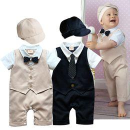 2016 2 adet Bebek Erkek Bebek Tulumları Beyefendi Takım Şapka Bodysuit Yaz erkek Beyefendi Bow Tie Kısa Kollu Erkek Gömlek Ile Giysiler Tırmanmaya