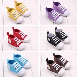 Barato Bebê Calçados De Lona Infantil-Canvas Sapatos de bebê Soft Sole Baby Booties 2016 Newborn Girls First Walker Shoes Moda Meninos Mocassins Baby Toddlers Flat Heel