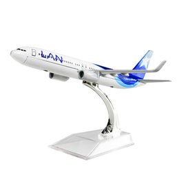 $enCountryForm.capitalKeyWord UK - New hot sale 1:400 LAN Airlines Boeing 737 Chile 16cm alloy metal model aircraft child Birthday gift plane models chiristmas gift